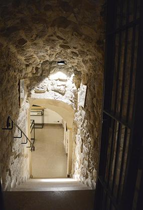 Escalier menant aux salles du musée.