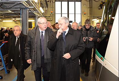 Jean-Paul Huchon président de la région Ile de France et du Stif et Pierre Mongin p.-d.g. de la RATP, au départ de Vélizy avec les officiels.