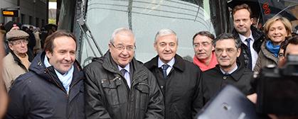 Quelques uns des officiels et élus à la descente de la rame inaugurale.
