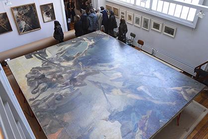 """Vue sur la toile : """"les Voix du Tocsin"""", 555x450 cm, 120 kg avec son support."""