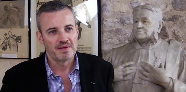 Emmanuel Pierrat sous l'oeil attentif d'Edgar Demange, avocat de Dreyfus.