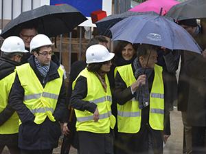 Les élus sur le chantier.