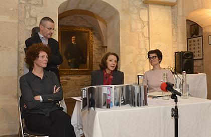 la photographe Marion Lachaise, Me Emmanuel Pierrat, la vice-bâtonnière Dominique Attias et Delphine Boesel, directrice de l'office International des prisons.