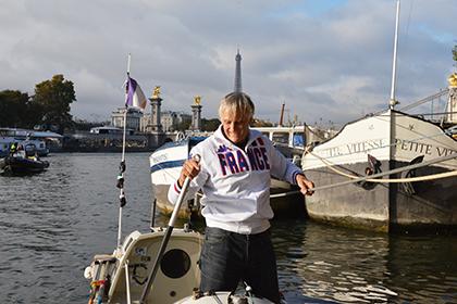 L'arrivée de Charles Hedrich au port des Champs-Elysées