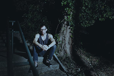 João Pedro Rodrigues sur le tournage (photo plaquette du programme au centre Pompidou)