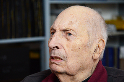 Un regard qui a 90 ans n'a rien perdu de son acuité.