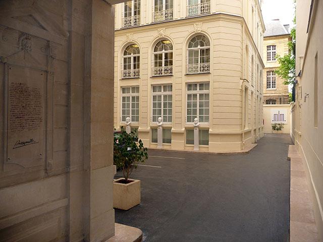 Bâtiment abritant le Musée des Lettres et manuscrits. © Coll. privée / Musée des Lettres et Manuscrits – Paris