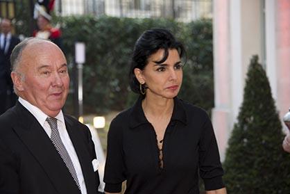 Le président d'Aristophil Gérard Lhéritier accueillant Rachida Dati.