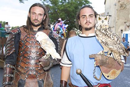 Des chevaliers conviés à la fête.