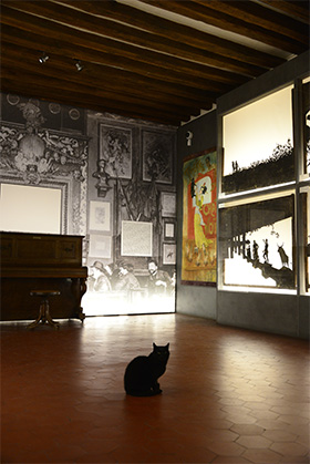 Une visite des salles permanente du musée, notamment celle consacrée au Chat Noir, nous a permis de croiser ce figurant.