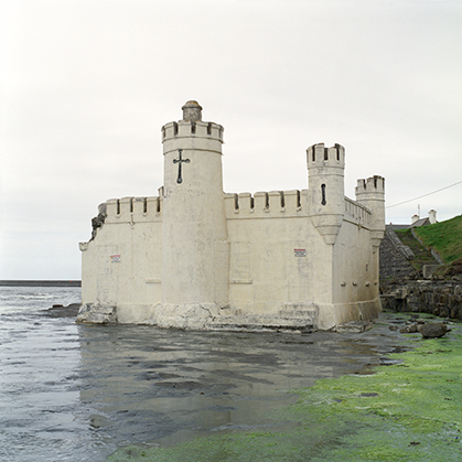 """The fortified Coastline"", une exploration du littoral irlandais entre utilitaire et récréatif. Photo : Victoria J. Dean."
