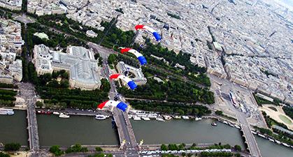 vers le Grand Palais et le Petit Palais.
