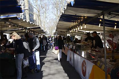 Le marché bio, boulevard Raspail.