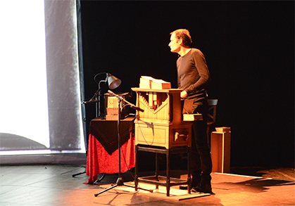 Antoine Bitran aux orgues de barbarie.