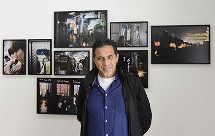 Gueorgui Pinkhassov est né à Moscou. Naturalisé français, il vit à Paris.