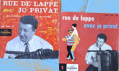 """Deux 45 tours extraits de la série """"rue de Lappe avec Jo Privat""""."""