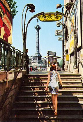 Sortie du métro : La Bastille, rue de lyon, le long de la gare de Vincennes, avant que ne soit construit l'Opéra-Bastille.