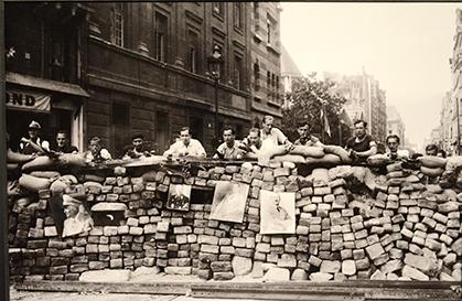Une des nombreuses barricades élevées pendant les journées d'août 1944.