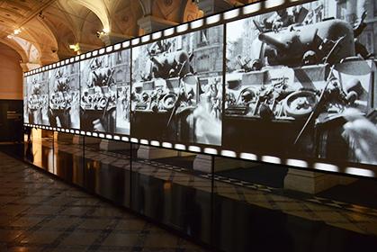 L'écran géant de 22 mètres de long, nous plonge au coeur des combats.