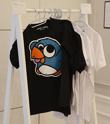 Des sérigraphies, des tirages photos mais aussi des tee-shirts...