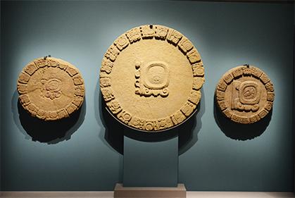 Disques calendriers, sculptés en provenance de Tonina (Chiapas; Mexique)