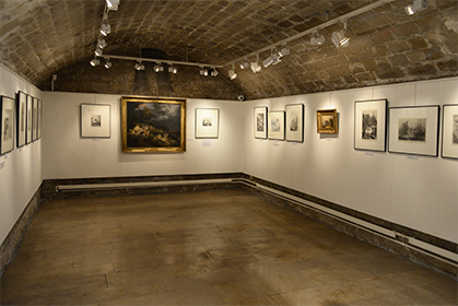 """Au sous-sol, une sélection de lithographies des """"Voyages en France..."""" voisinent avec des tableaux prêtés par différents musées."""