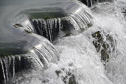 L'usine élévatoire de Trilbardou est à une quarantaine de kilomètre de Paris. Le barrage, sur cette boucle non navigable de la Marne permet d'alimenter le canal de l'Ourcq  situé 15 mètres plus haut.