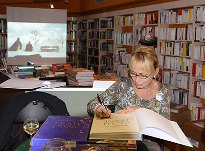 Rosalie Varda-Demy, lors d'une séance de signature chez un libraire parisien.