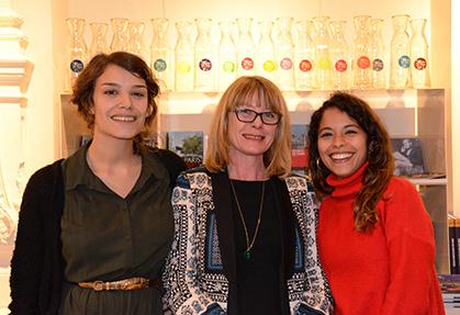Elise, Florence et Camila, une équipe enthousiaste et souriante.