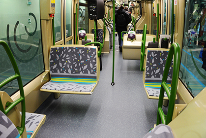 Intérieur de la rame, 60 places assises;