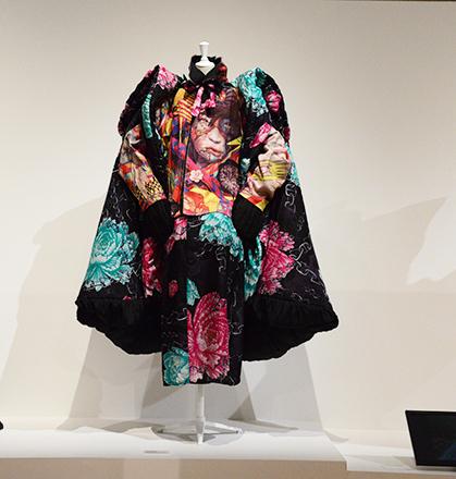 Pièce de Yohji Yamamoto; collection du Palais Galliera.