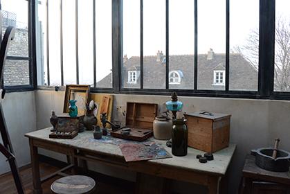 L'atelier de Suzanne Valadon et Maurice Utrillo a été reconstitué d'après des documents d'époque et les tableaux des artistes.