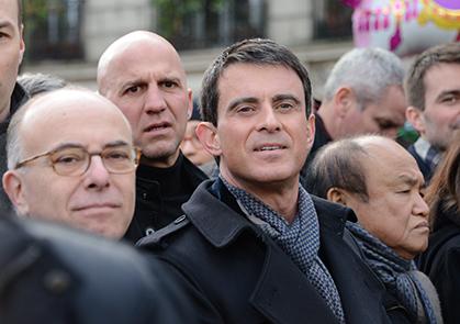 Bernard Cazeneuve et Manuel Valls au premier rang  du défilé le 22 février.