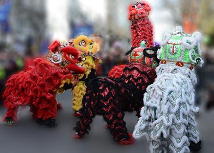Danse du lion, symbole de paix et de prospérité.