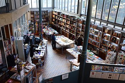 La librairie de la Halle Saint Pierre.