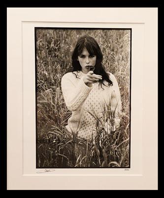 Portrait Isabelle Adjani, en 1972. Elle est alors comédienne à la Comédie Française. Elle tournera son premier film, la Gifle, en 1974.