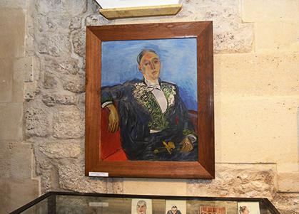 Raoul Dufy a peint Maurice Garçon l'Académicien avec son épée qui représentait une sorcière chevauchant un balai. L'épée est présentée dans l'exposition.