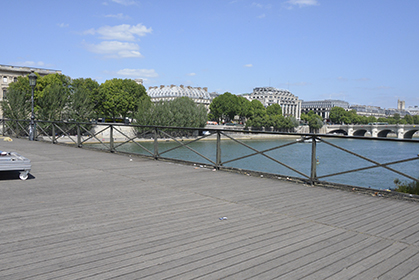 Les cadenas ont été enlevés, la Seine réapparait.