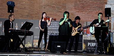 Sylvie Rodriguez et son orchestre, Bolero y otros, place du Castillet, le 13 août.