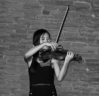 La violoniste de l'orchestre de Sylvie Rodriguez.