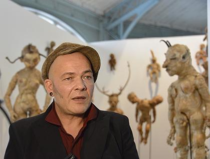 Julien nous fait découvrir les poupées de Ludovic Levasseur.