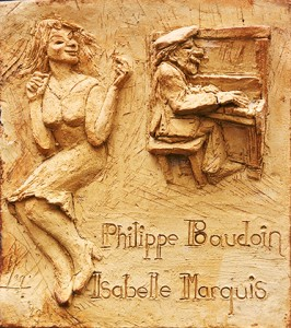 Plaque de porte sculptée par Frédéric Marquis.