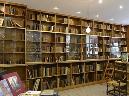La librairie a déménagé.
