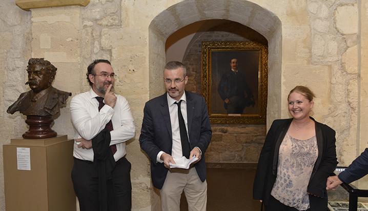 Emmanuel Pierrat, conservateur du Musée du Barreau en compagnie de Cindy Geraci responsable du Musée et Jean-Marc Esvan le guide conférencier.