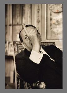 André Malraux dans son bureau de la rue de Valois, Paris 1er (1967, photo de Jean Mounicq, Paris, Musée Carnavalet).