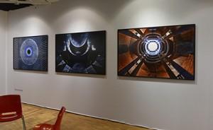 Art to Be Galerie (B14) a accroché le travail onirique de Germain Plouvier à la limite du fantasmagorique avec des effets miroirs, des symétries, des lignes de fuite, ou d'entrée, détails d'architectures, entre nuit blanche et nuit noire, ça fonctionne.