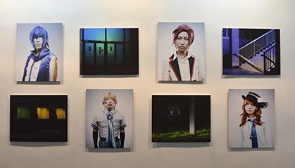 Le travail photographique de Steven Daniel fonctionne en complémentarité avec le thème de Denis Rouvre les Cosplayers, les fans de Mangas.