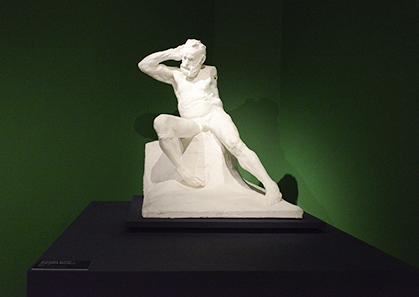 """Votre parcours, une fois que vous aurez tout décrypté vous mènera vers ce """"Victor Hugo"""", en plâtre, nu et assis. Un Hugo-satyre ivre de poésie ? Il s'agit d'une étude de Rodin pour le """"Monument"""" avant 1909, conservé au Musée Rodin."""