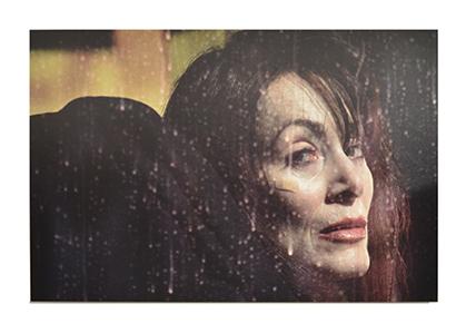 Un portrait de la série Traffic (New York 2000) de Jean-Christian Bourcart. Sur ses pas Matthieu Rosier a cherché à voir ce qui se cachent derrière des pare-brises, des pare-soleil ...