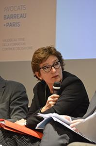 Véronique Tuffal-Nerson, avocate au barreau de Paris et spécialiste en droit social, une médiatrice dans le rôle du modérateur.